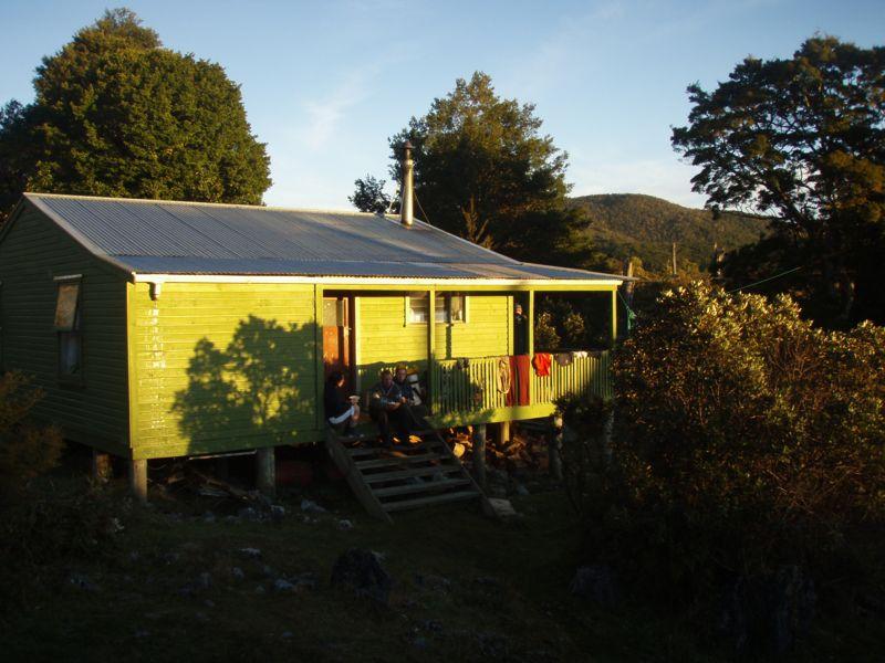 nsg hut 2008-04-25 07.29.17 P4250975 Simon.jpeg: 800x600, 83k (2009 Apr 03 00:00)