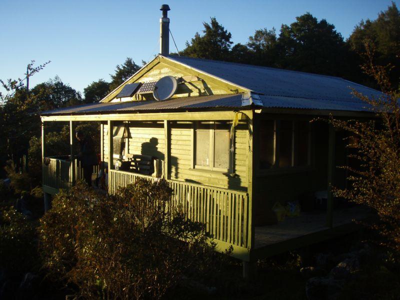 nsg hut 2008-04-25 07.31.02 P4250977 Simon.jpeg: 800x600, 84k (2009 Apr 03 00:00)