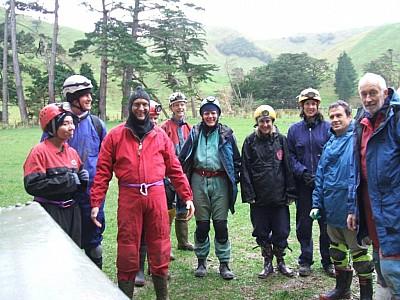 The assembled team L-R Yanty Arvid Walter Gareth Nick Cathye Kim Ange Matt  Baz - Waitio Stn 09-07-11 Wayne.jpg: 1024x768, 123k (2011 Jul 10 00:00)