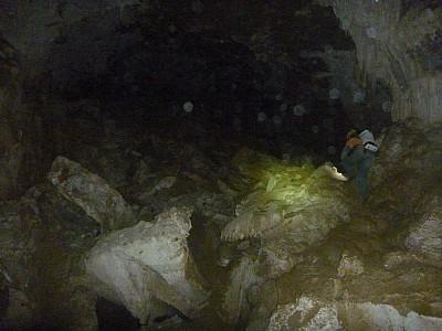 2013-03-31 11.11.06 P1040866 Simon - Oyster cave.jpeg: 4000x3000, 4385k (2013 Aug 11 00:00)