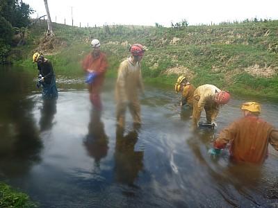 2013-03-31 14.15.40 P1040876 Simon - washing in river.jpeg: 4000x3000, 5268k (2013 Aug 11 00:00)