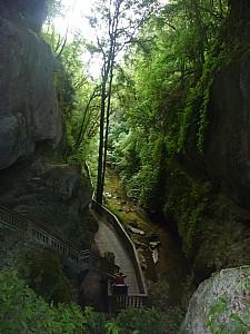 2013-03-31 15.59.31 P1040887 Simon - Mangapohue Natural Bridge.jpeg: 3000x4000, 4886k (2013 Aug 11 00:00)